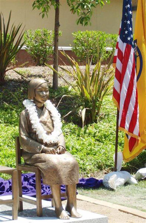 米西部グレンデール市内に設置された慰安婦記念像(黒沢潤撮影)