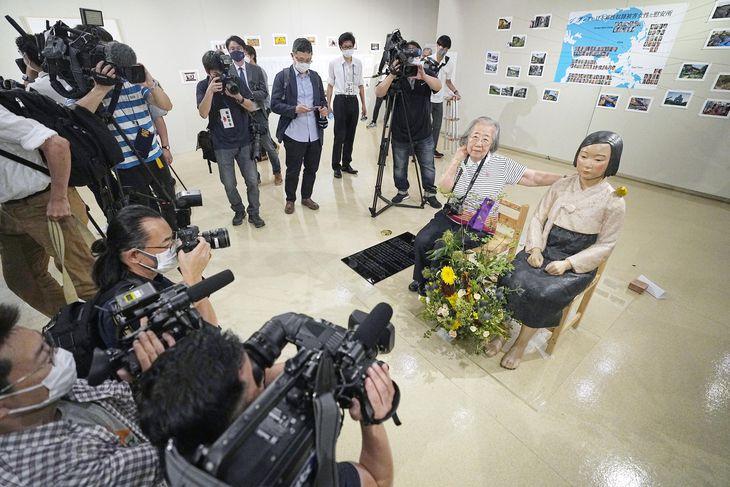 開催初日、報道陣に公開された「表現の不自由展」。同施設での郵送物の破裂を受け、11日まで施設を臨時休館することになった=6日、名古屋市