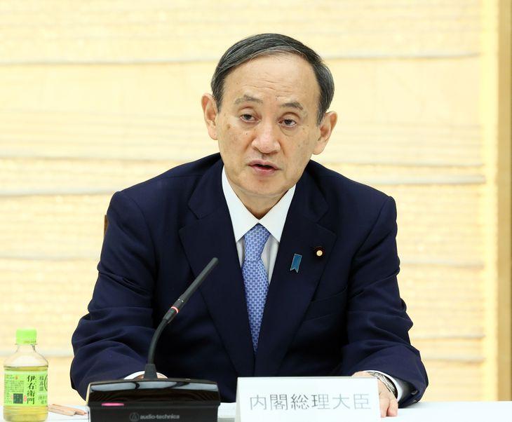 経済財政諮問会議で発言する菅義偉首相=9日午後、首相官邸(春名中撮影)