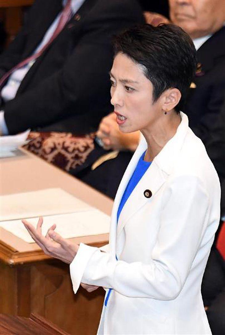 党首討論に臨む民進党の蓮舫代表=7日午後、国会・参議院第1委員会室 (川口良介撮影)