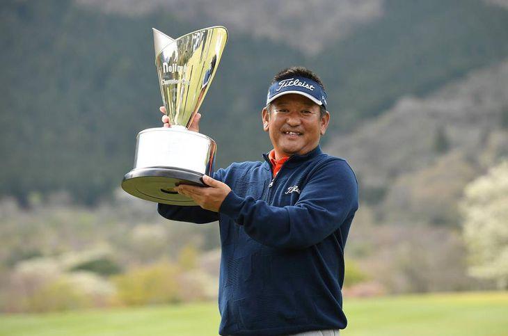 ノジマチャンピオンカップ箱根シニアで優勝した篠崎(提供:日本プロゴルフ協会)
