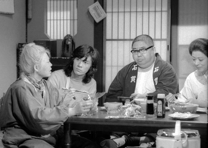 寺内貫太郎一家の収録風景。左から樹木希林さん、西城秀樹さん、小林亜星さん=1975年4月