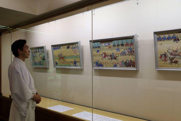 承久の乱800年を記念して開催中の絵画展=京都市伏見区(鈴木文也撮影)