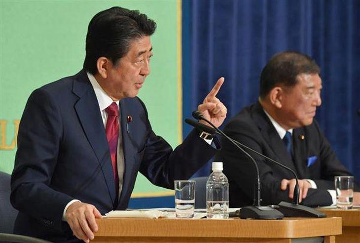 安倍首相、自衛隊をめぐる石破茂氏の主張に「非常識」 自民総裁選討論会