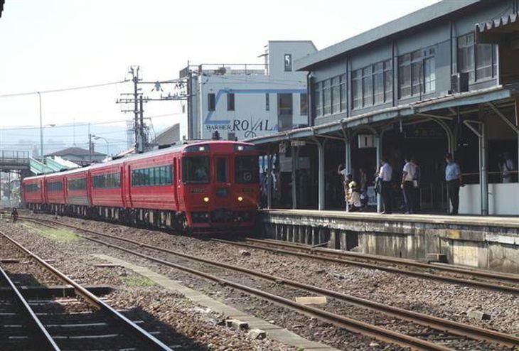 九州の地方路線の多くが、人口減少に伴い利用者が減っている=大分県日田市の日田駅