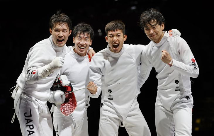 日本、韓国破り決勝へ フェンシング団体