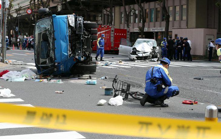 10人はねたのは80代男性運転の乗用車 東京・池袋
