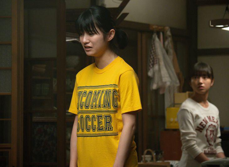 永浦百音(清原果耶、右)と妹の未知(蒔田彩珠) (C)NHK