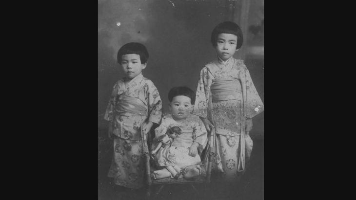 後に日本を代表するトップデザイナーとなるコシノ3姉妹