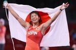レスリング女子57キロ級決勝で、金メダルを獲得した川井梨紗子=5日、幕張メッセ(納冨康撮影)