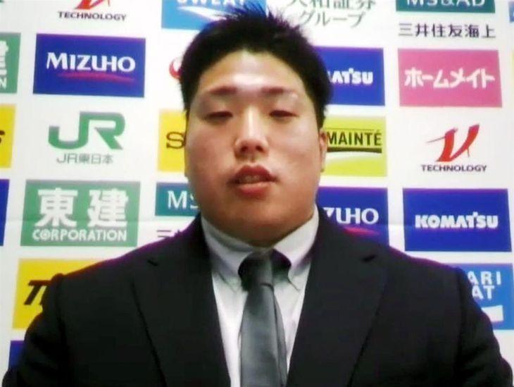 オンライン取材に応じる柔道男子の影浦心=25日