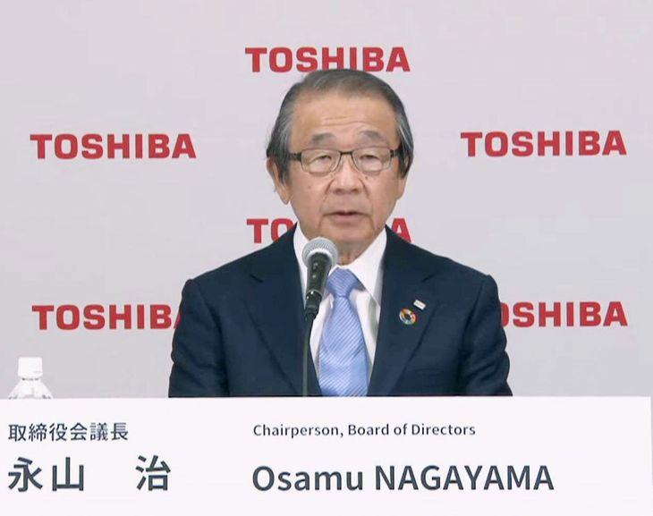 オンラインで記者会見する東芝の永山治取締役会議長=14日午後、東京都内