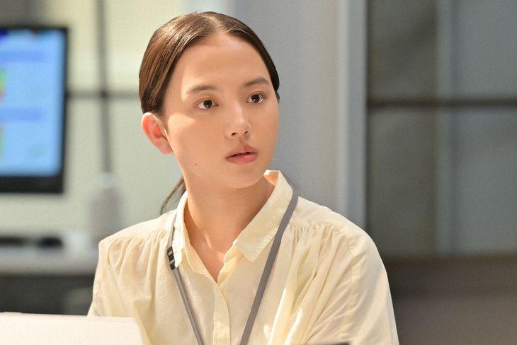 永浦百音役を演じる清原果耶 (C)NHK