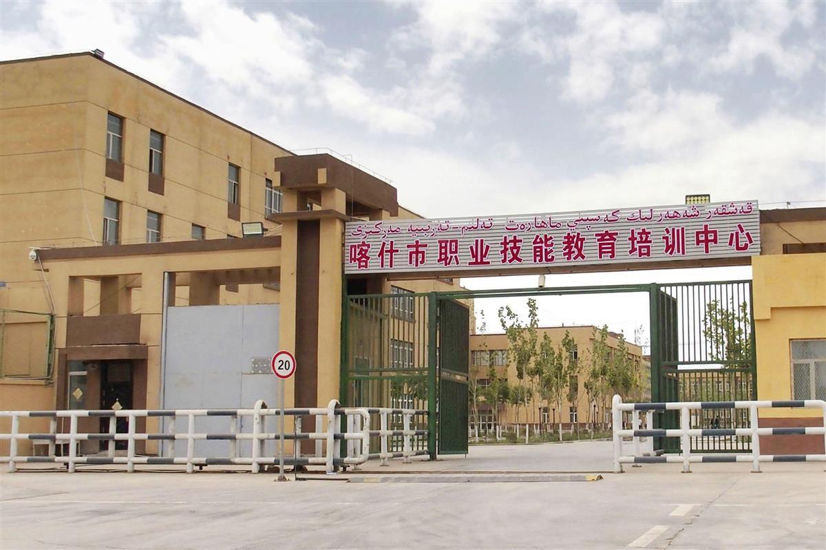 中国新疆ウイグル自治区カシュガル市にある収容施設=2019年4月(共同)