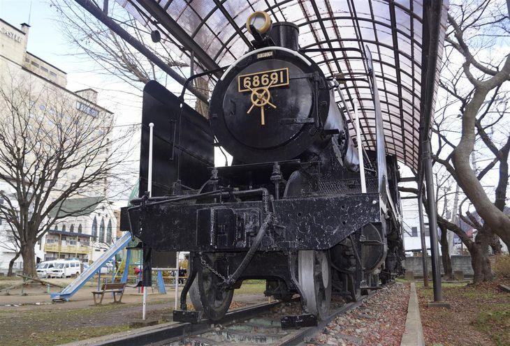 JR山形駅近くの第二公園に保存されている、アニメ「劇場版『鬼滅の刃』無限列車編」に登場する車両と同じ型式のSL=9日