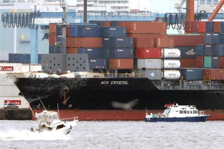 【米イージス艦衝突】米海軍のイージス駆逐艦と衝突したフィリピン船籍のコンテナ船「ACX CRYSTAL」=18日午前、東京都江東区(福島範和撮影)