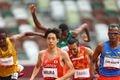陸上男子の3000メートル障害予選で、日本新記録で決勝進出を決めた三浦龍司(中央)=30日、国立競技場(桐山弘太撮影)