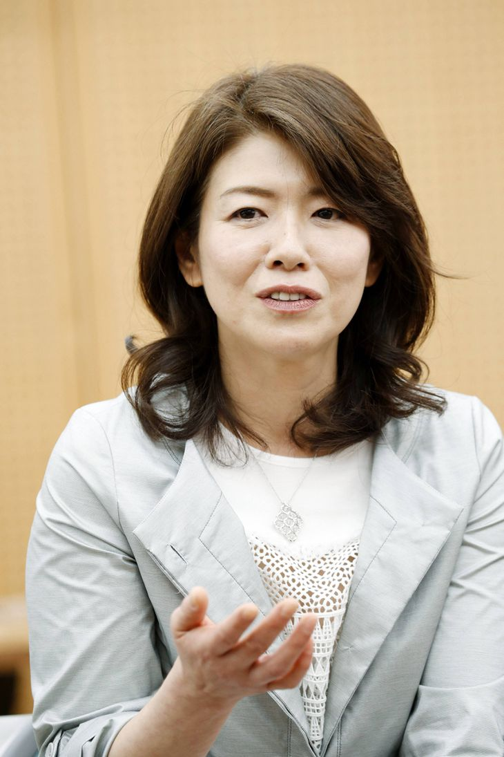 G7外相会合に合わせ、広島女学院を訪問した岸田裕子さん=2016年、広島市(代表撮影)