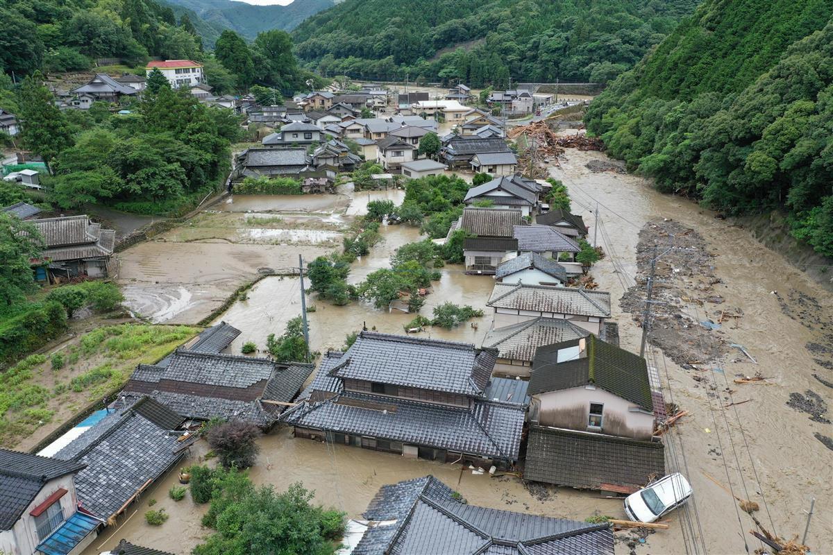 水没した熊本県球磨村神瀬の住宅=7月6日(ドローン使用、沢野貴信撮影)