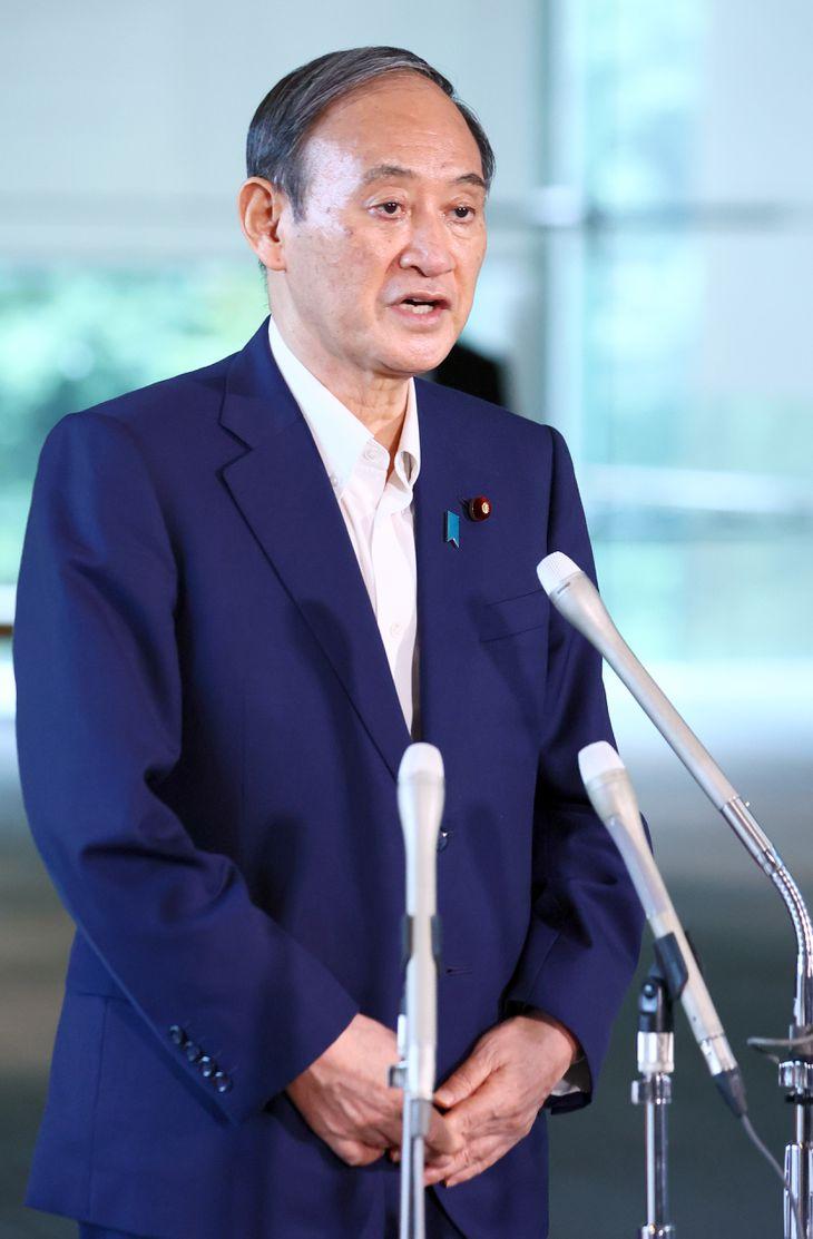 自民党総裁選への不出馬を表明する菅義偉首相=3日午後、首相官邸(春名中撮影)