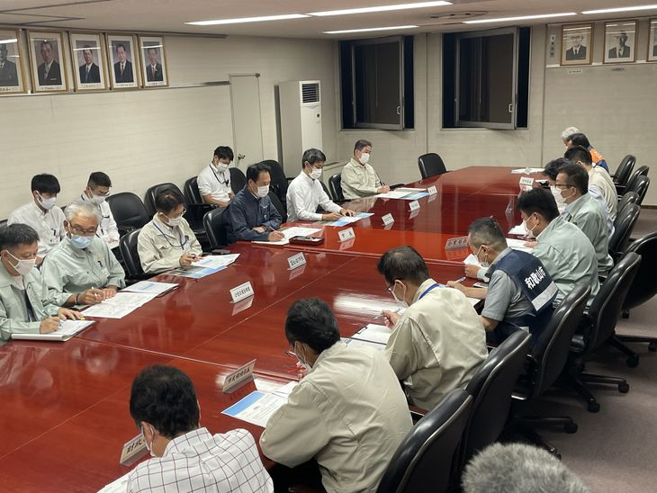 水管橋の破損を受けて急遽開かれた和歌山市の対策本部会議=3日、和歌山市役所(前川康二撮影)