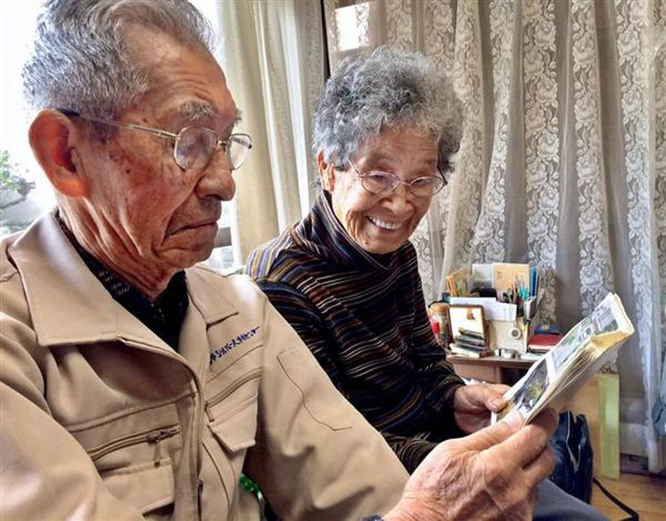 【安倍首相真珠湾訪問】零戦で戦死、飯田中佐の記念碑慰霊 「喜んでいる」遺族、感慨深く