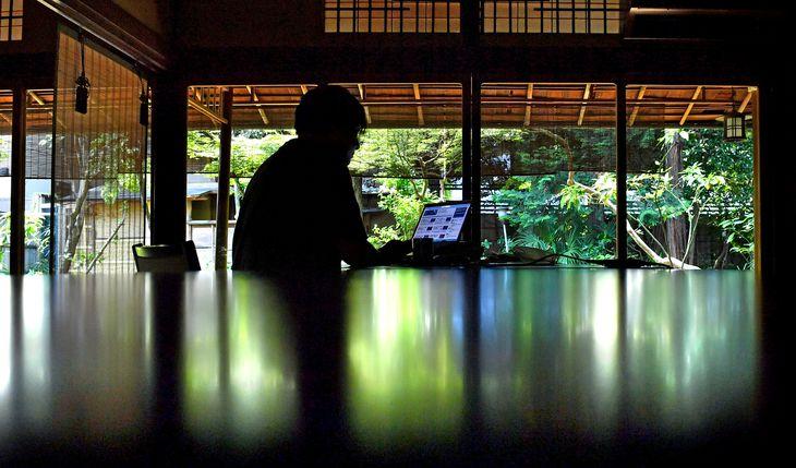 新型コロナウイルスの影響で空いた個室を活用し、リモートワークのためのオフィスとして提供している「料亭山屋」 =埼玉県川越市(宮崎瑞穂撮影)