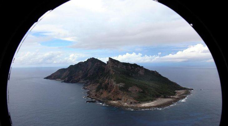 尖閣諸島を含む東シナ海上空。海上自衛隊の哨戒機P-3Cから=平成23年10月、沖縄(鈴木健児撮影)