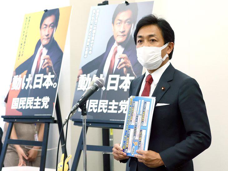 新ポスターを発表する国民民主党の玉木雄一郎代表=15日午後、国会内(春名中撮影)