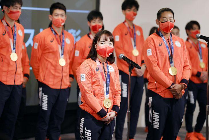 特別賞を受賞し、感想を述べる卓球女子の伊藤美誠=12日、東京都豊島区(JOC提供)