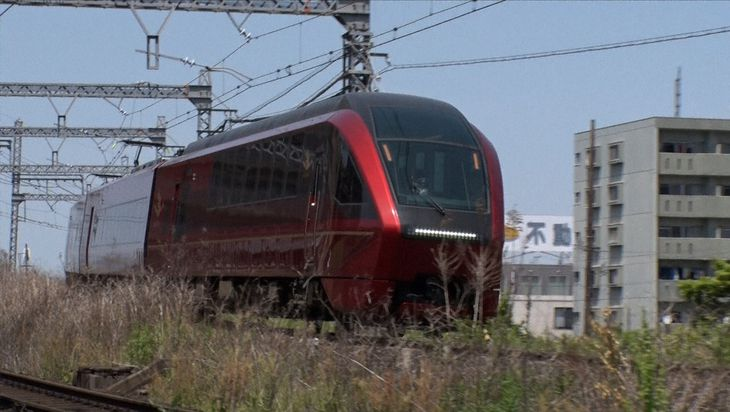 昨年3月にデビューした名古屋発の近鉄特急「ひのとり」に乗って出発(BSフジ提供)