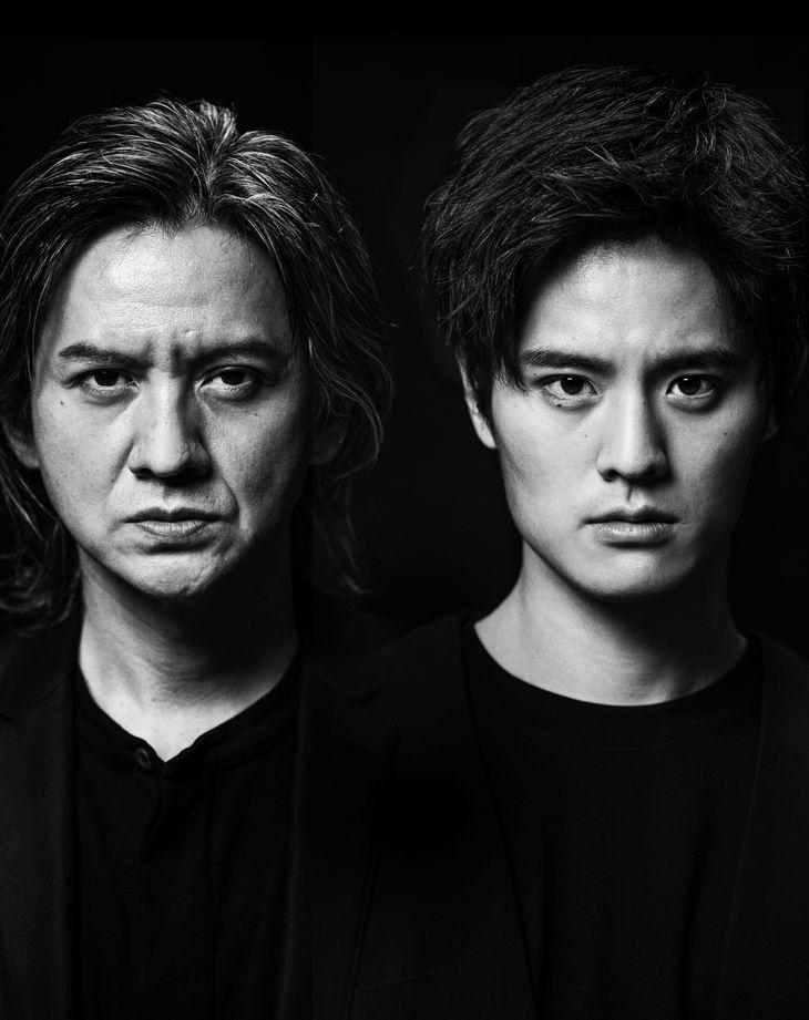 「Le Fils 息子」でニコラを演じる岡本圭人(右)と父・ピエール役の岡本健一。実の親子が父と息子の苦悩と愛を描く