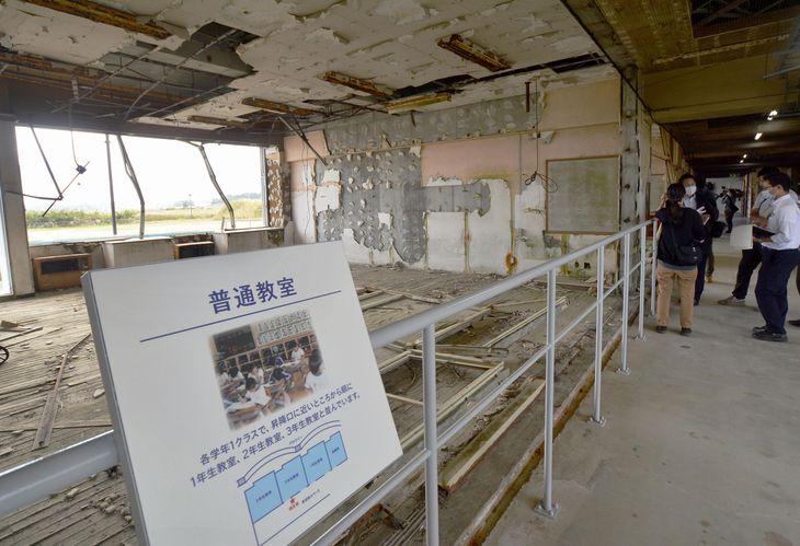 震災遺構の請戸小の校舎内=福島県浪江町
