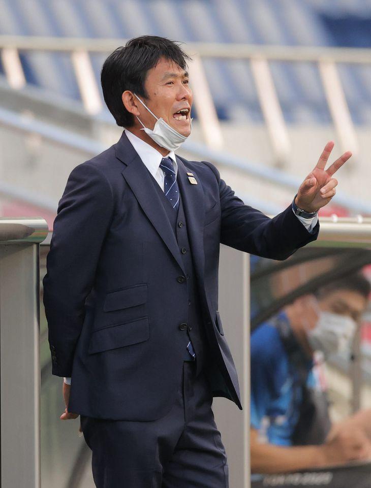 東京五輪2020サッカー男子3位決定戦で指示を出す森保一監督=8月、埼玉スタジアム(蔵賢斗撮影)