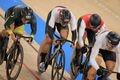 自転車男子ケイリン準決勝で敗退となった脇本雄太(中央)=8日、伊豆ベロドローム(撮影・松永渉平)