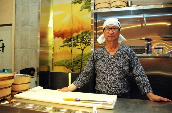 テルアビブ市内のラーメン店で働く川上明さん