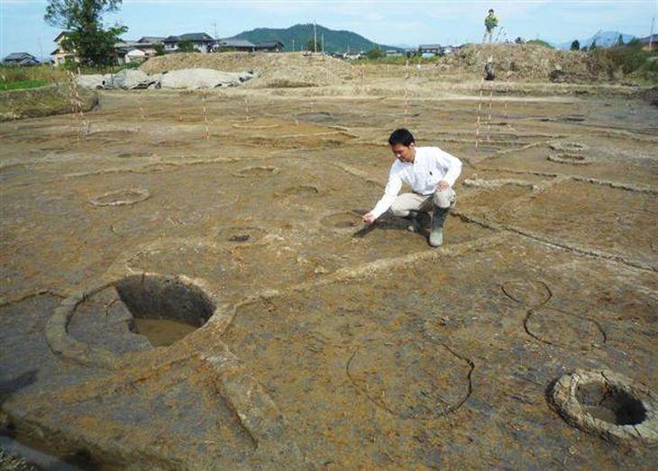 邪馬台国時代、彦根に一大勢力存在か 稲部遺跡で国内最大級の建物跡、鍛冶工房跡出土