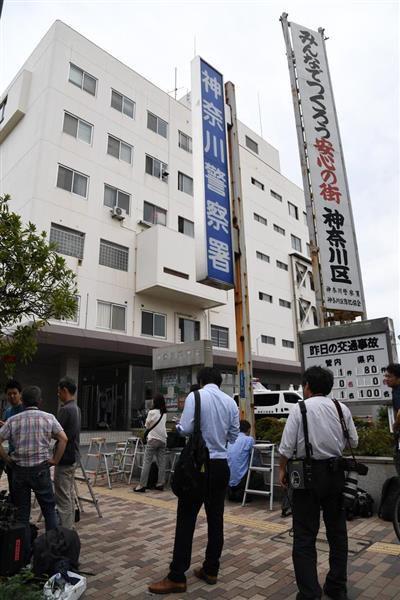 看護師を殺人容疑で逮捕するとの報道を受け、神奈川警察署に集まった報道陣=7日午前、横浜市神奈川区(宮川浩和撮影)